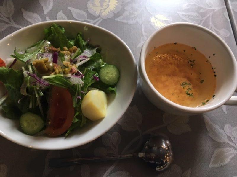 洋食家はるひのサラダとスープ