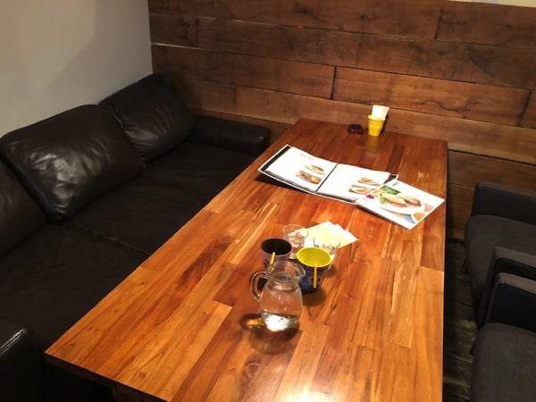 CafeBlueのソファー席