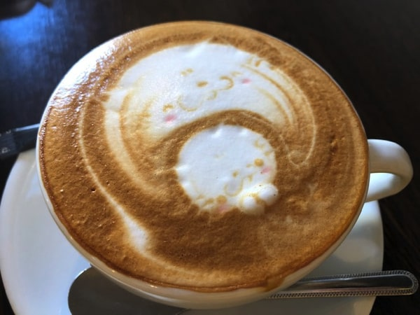 唐揚げ&ワッフル アモールのカフェラテ