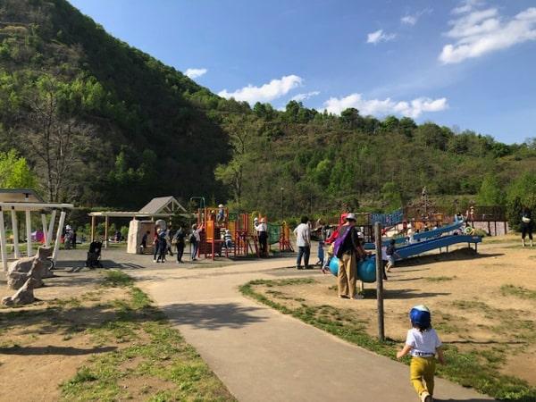 五天山公園で遊ぶ子ども
