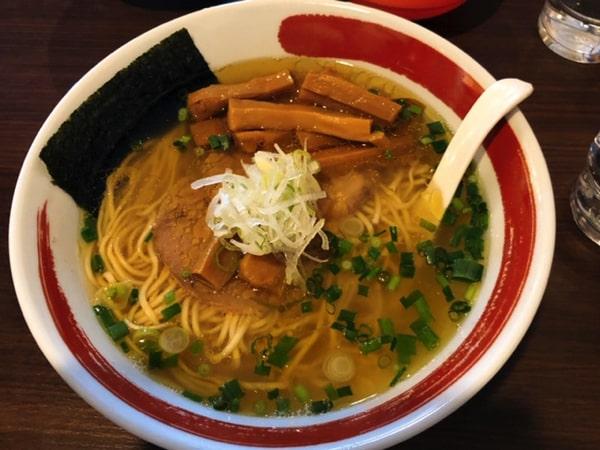 麺処まるはビヨンドの中華そば塩メンマトッピング