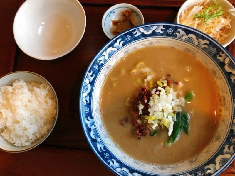 餃子の花家の坦々麺