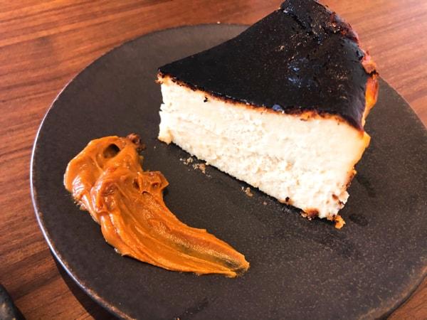 カフェロンポロのバスクチーズケーキ