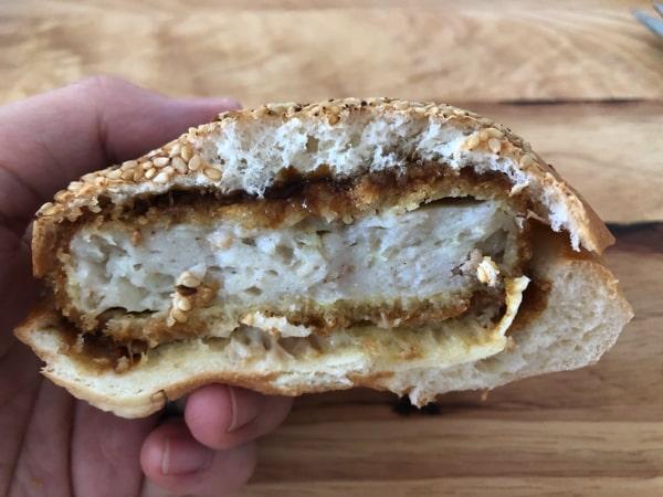 かま栄工場直売店限定の肉まるカツバーガー