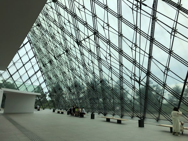 モエレ沼公園のガラスのピラミッドのアトリウム
