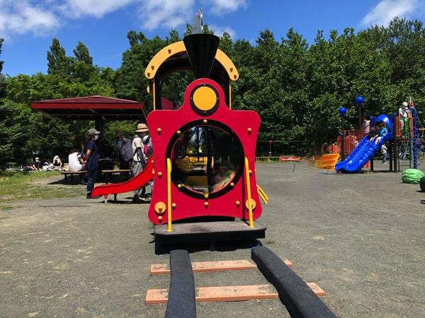 百合が原公園の列車の遊具