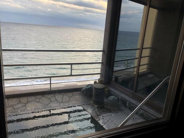 函館湯の川プリンスホテル渚亭の客室露天風呂